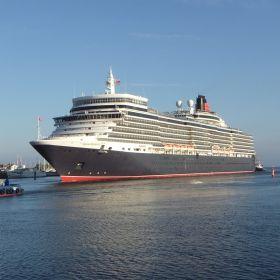 Queen Elizabeth , 2012 Erstanlauf Rostock/ Warnemünde